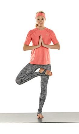 Devi S/S Fitness Tee & High-Rise Asana Yoga Stirrup Leggings Outfit